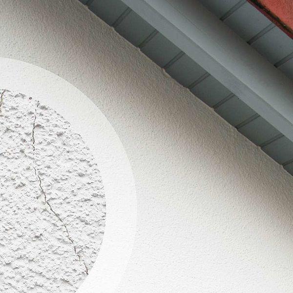 Tipps zum Streichen rissiger Fassaden