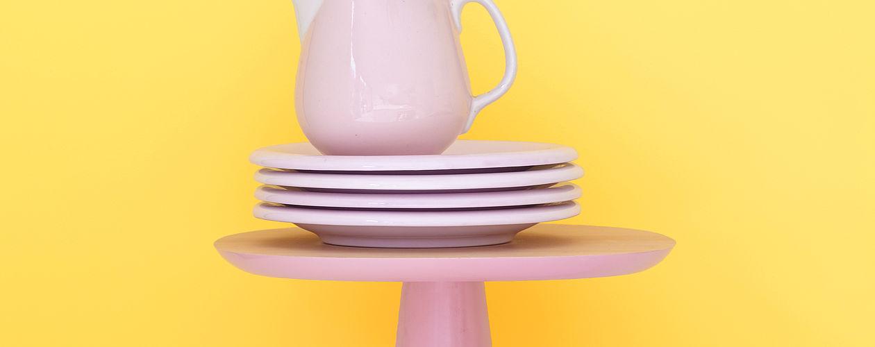 Pastell-und Sorbetfarben sind in diesem Sommer nicht wegzudenken – Rosé und Lichtgelb kombiniert wirkt fröhlich und exotisch.